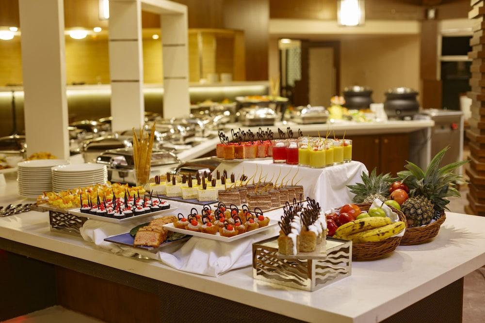 스털링 다르질링(Sterling Darjeeling) Hotel Image 20 - Buffet