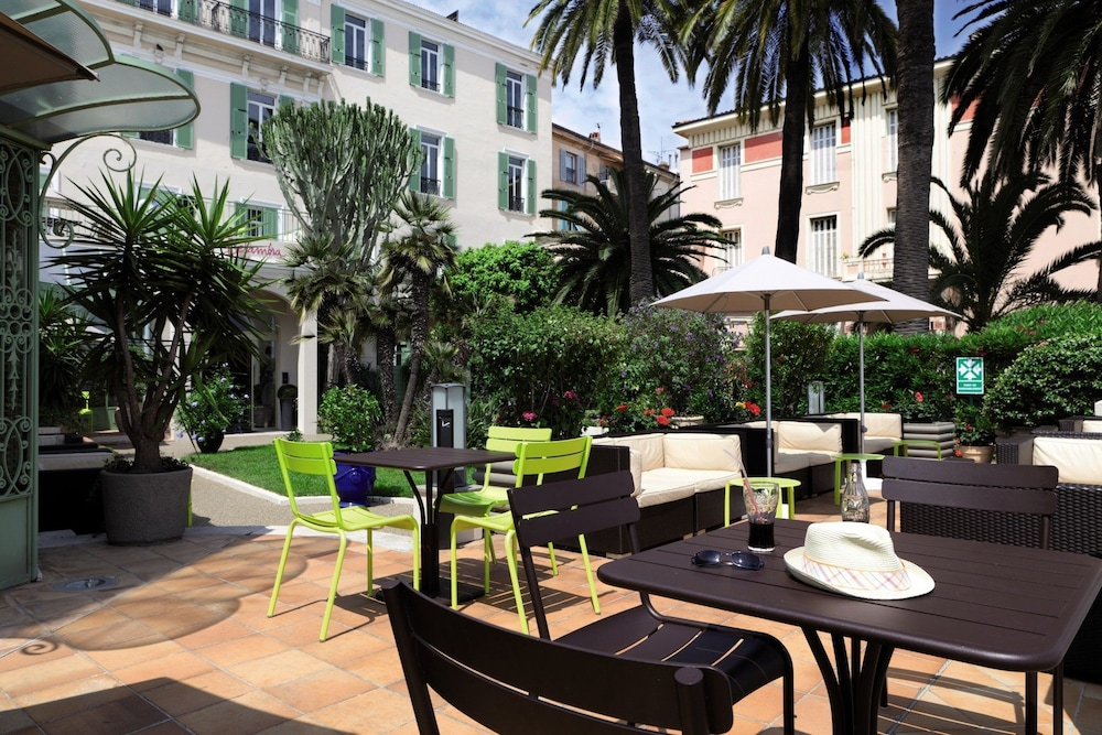 """벨람브라 클럽 오텔 망통 """"르 방돔""""(BELAMBRA CLUBS HÔTEL MENTON """"LE VENDÔME"""") Hotel Image 8 - Terrace/Patio"""