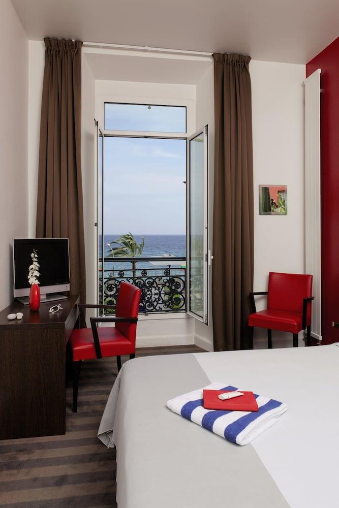 """벨람브라 클럽 오텔 망통 """"르 방돔""""(BELAMBRA CLUBS HÔTEL MENTON """"LE VENDÔME"""") Hotel Image 2 - Guestroom"""