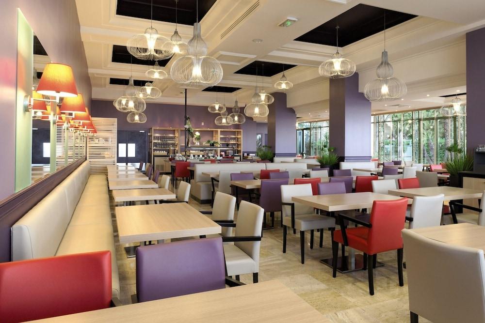 """벨람브라 클럽 오텔 망통 """"르 방돔""""(BELAMBRA CLUBS HÔTEL MENTON """"LE VENDÔME"""") Hotel Image 3 - Restaurant"""