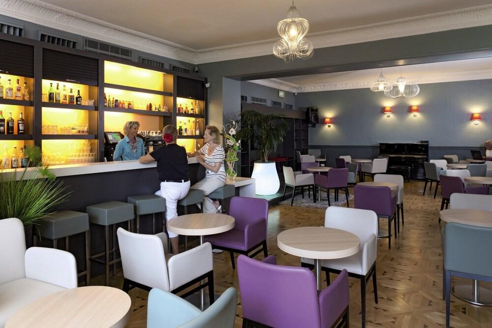 """벨람브라 클럽 오텔 망통 """"르 방돔""""(BELAMBRA CLUBS HÔTEL MENTON """"LE VENDÔME"""") Hotel Image 5 - Hotel Bar"""