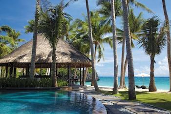 Shangri-La Boracay Poolside Bar