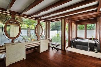 Shangri-La Boracay Bathroom