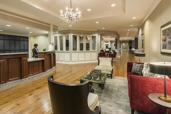 Lobby at Residence Inn by Marriott Savannah Downtown/Historic Distric in Savannah