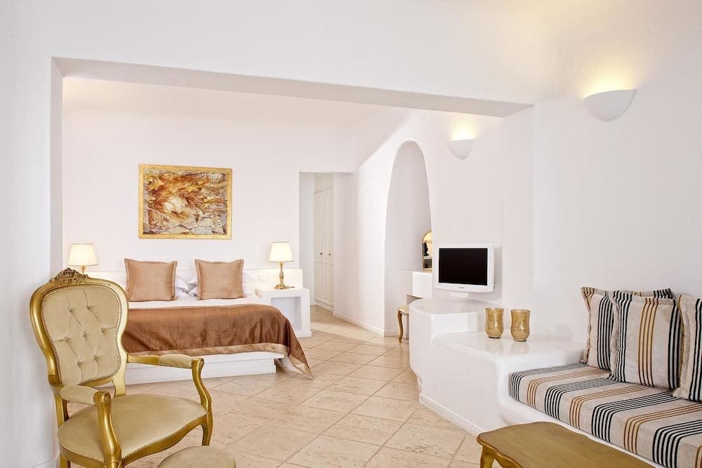 above blue suites yunanistan. Black Bedroom Furniture Sets. Home Design Ideas