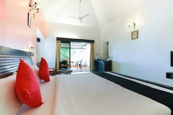 Classic Double Room, 1 King Bed, Pool View