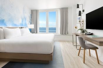 Premium Queen Oceanfront Room
