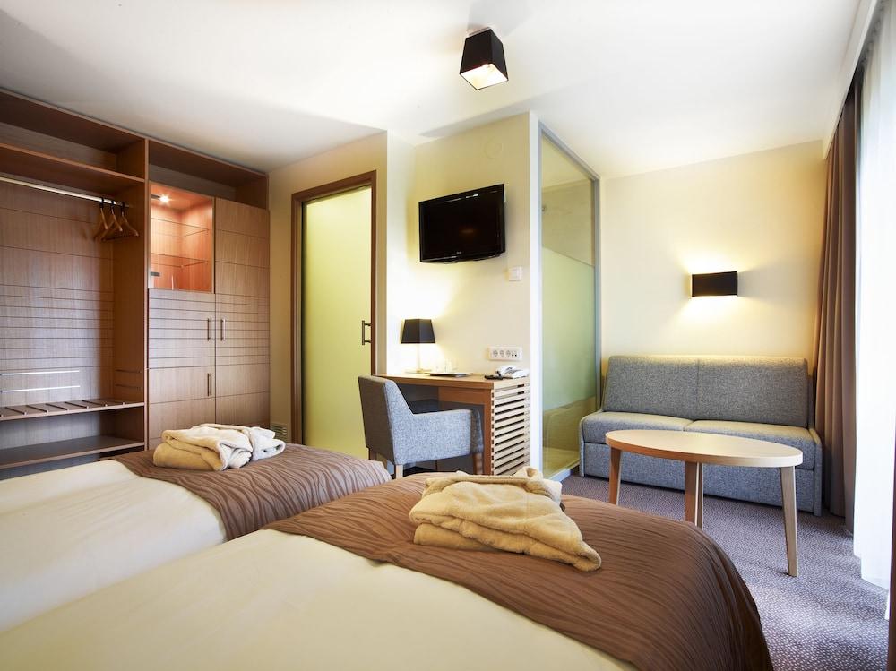 https://i.travelapi.com/hotels/3000000/2490000/2487800/2487747/35ee2baa_z.jpg