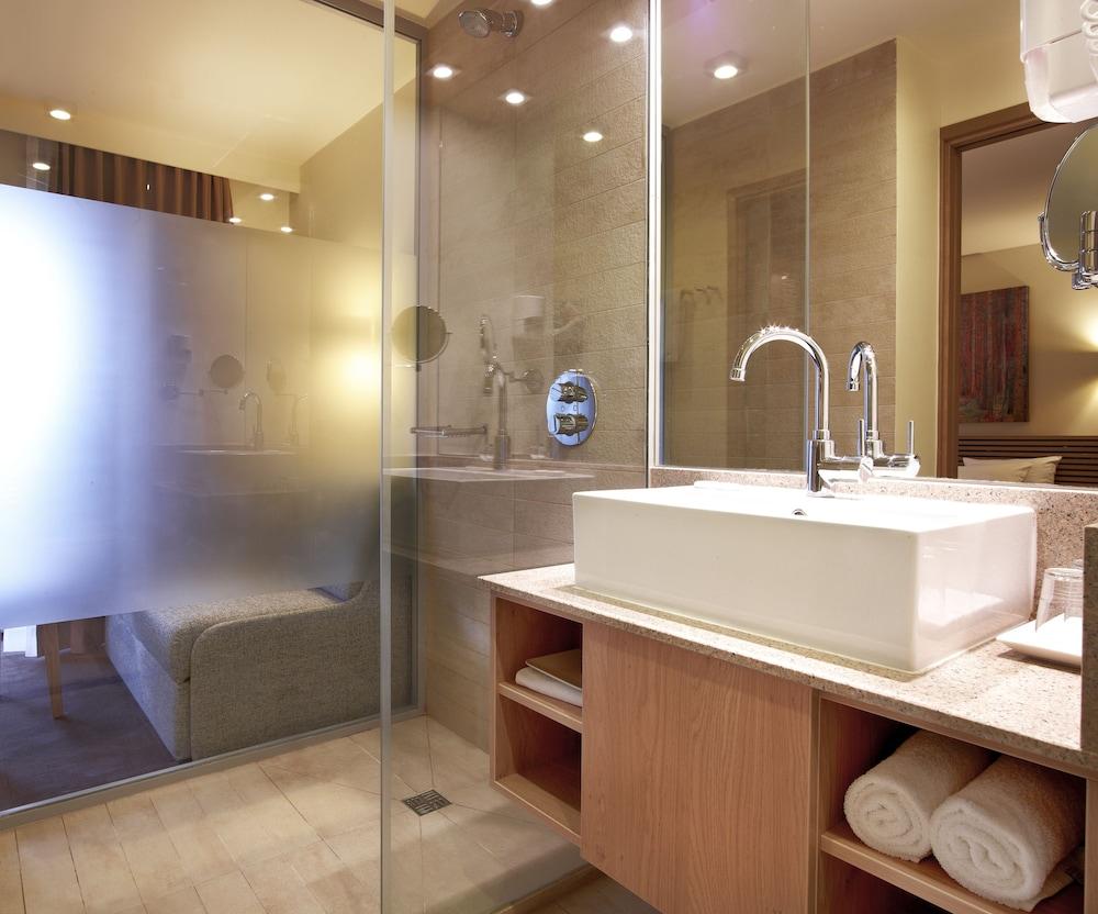 https://i.travelapi.com/hotels/3000000/2490000/2487800/2487747/802b80fd_z.jpg