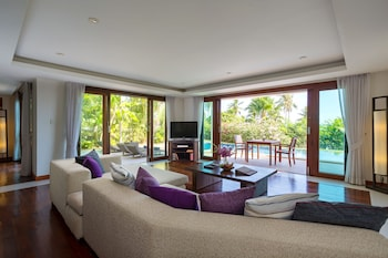 Grand Villa, 4 Bedrooms, Beachside