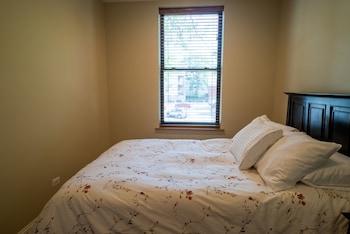 Standard Apartment, Private Bathroom (Roscoe #2)