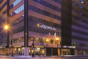 La Quinta Inn & Suites by Wyndham Chicago Downtown