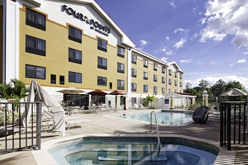 Four points by sheraton fort myers airport guest reservations for Outdoor swimming pool near slough