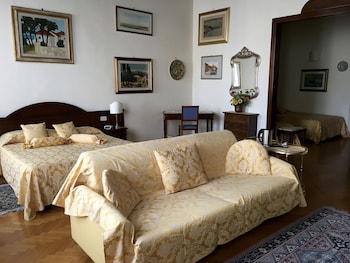 Romantic Suite, 1 Double or 2 Twin Beds, Ensuite, City View