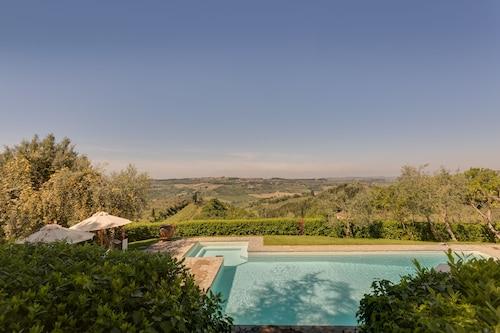 . Villa I Barronci Resort & Spa