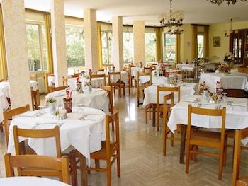 Amigos Golf Hotel - Food Court  - #0