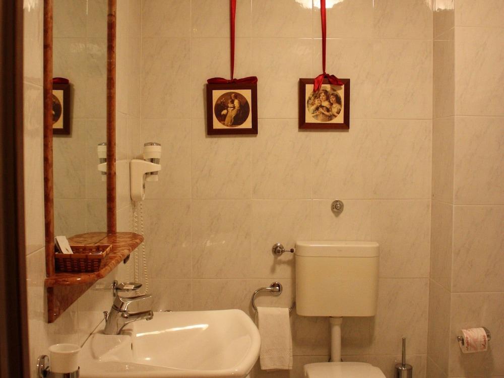 발리오 콘카 도로(Baglio Conca d'Oro) Hotel Image 27 - Bathroom