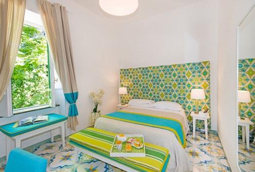 . Relais Correale Rooms & Garden