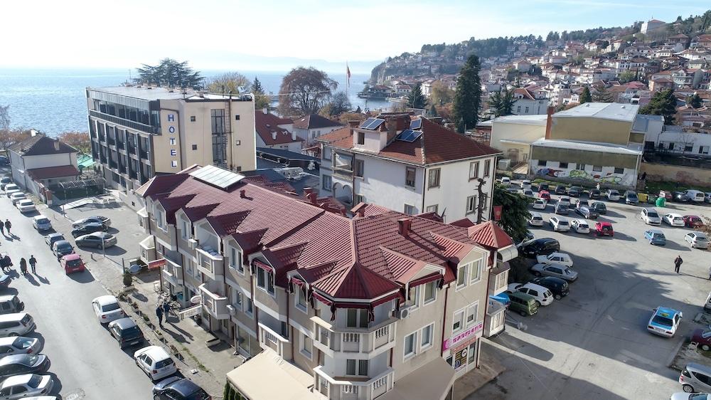 Matjan Apartments