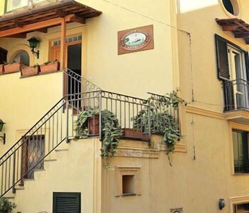 L'Approdo, Napoli