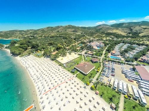 . Hanedan Beach Hotel