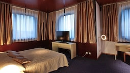 Senior Suite, 1 King Bed With Sofa Bed, City View