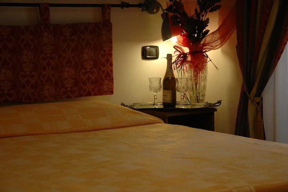바티칸 B&B(Vatican Bed & Breakfast) Hotel Image 2 - Guestroom