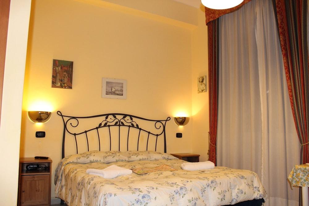 바티칸 B&B(Vatican Bed & Breakfast) Hotel Image 8 - Guestroom