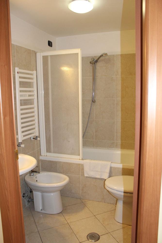 바티칸 B&B(Vatican Bed & Breakfast) Hotel Image 17 - Bathroom