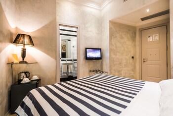 Standard Double Room (with Bathtub)