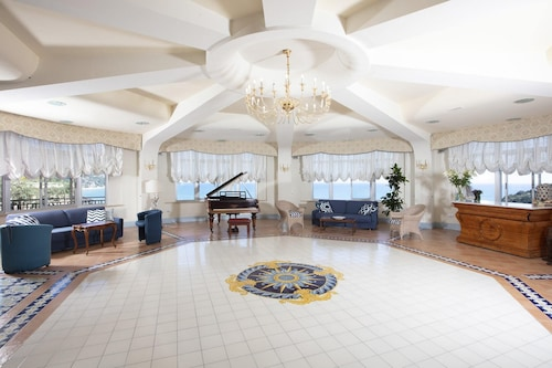 . Summit Hotel