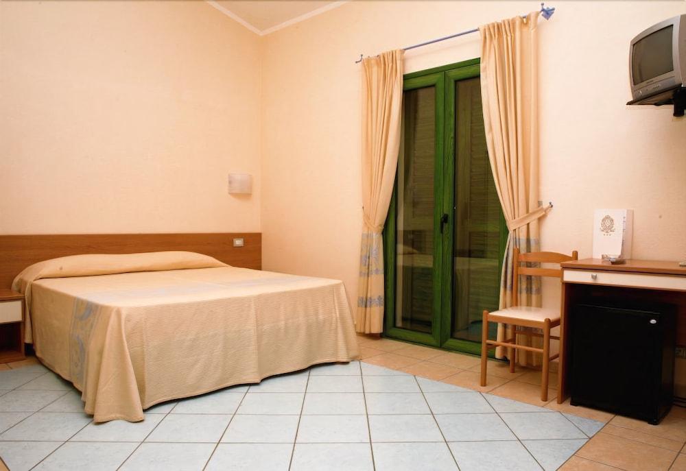 호텔 바이아 마리나(Hotel Baia Marina) Hotel Image 4 - Guestroom