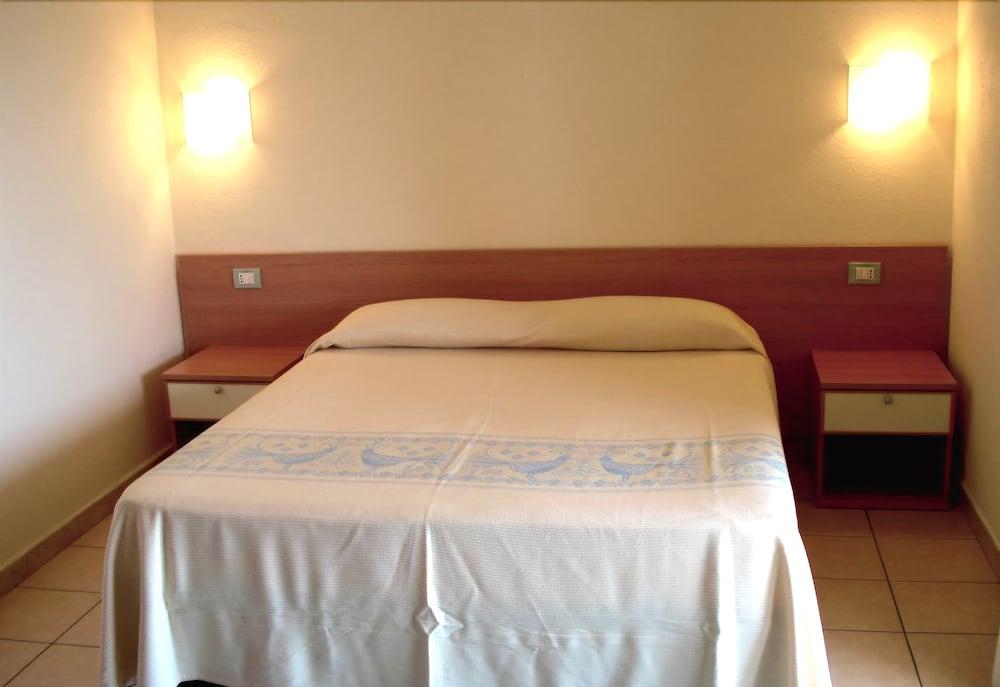 호텔 바이아 마리나(Hotel Baia Marina) Hotel Image 5 - Guestroom