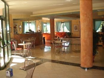 호텔 바이아 마리나(Hotel Baia Marina) Hotel Image 1 - Lobby Sitting Area