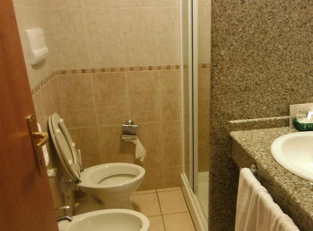 호텔 바이아 마리나(Hotel Baia Marina) Hotel Image 9 - Bathroom