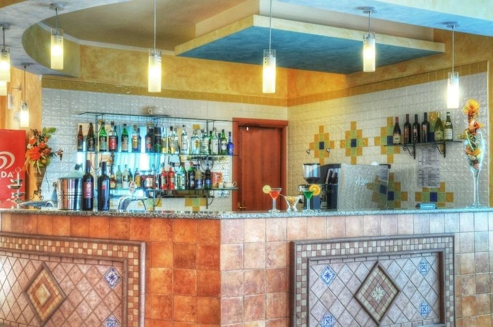호텔 바이아 마리나(Hotel Baia Marina) Hotel Image 15 - Hotel Bar