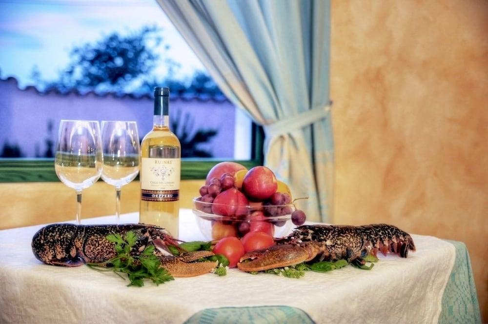 호텔 바이아 마리나(Hotel Baia Marina) Hotel Image 14 - Food and Drink