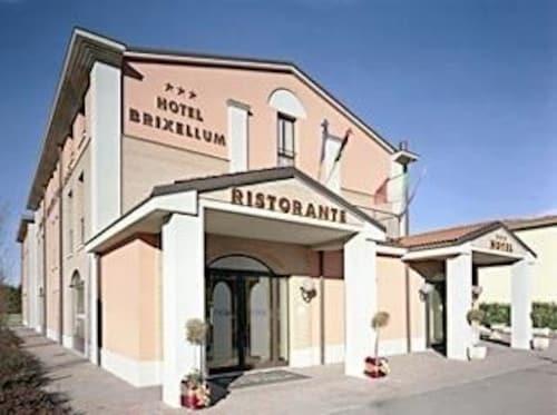 . Hotel Brixellum