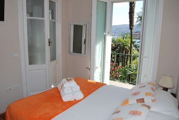 Basic Double Room, 1 Queen Bed, Lake View, Corner
