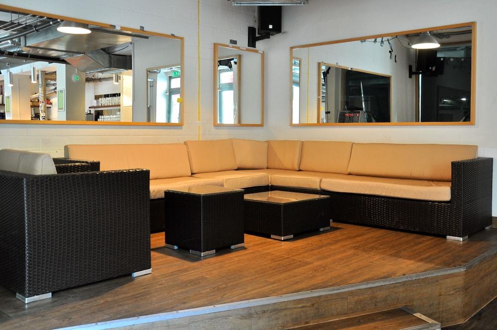 포 유 호스텔 & 호텔(The 4 You Hostel & Hotel) Hotel Image 2 - Lobby Lounge
