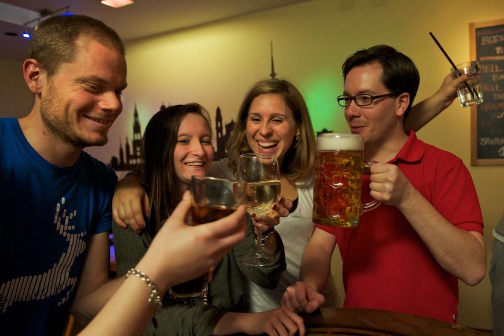 포 유 호스텔 & 호텔(The 4 You Hostel & Hotel) Hotel Image 18 - Hotel Bar
