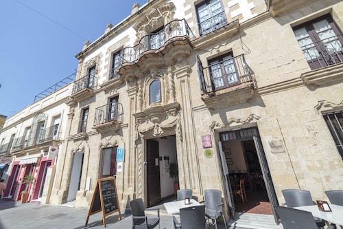 . Casa Palacio de Los Leones
