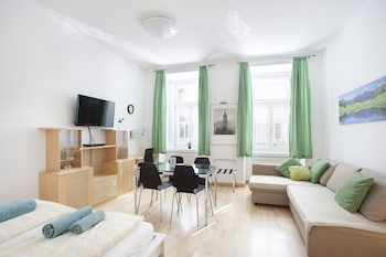 Family Studio, 1 Queen Bed with Sofa bed, Non Smoking, Kitchenette