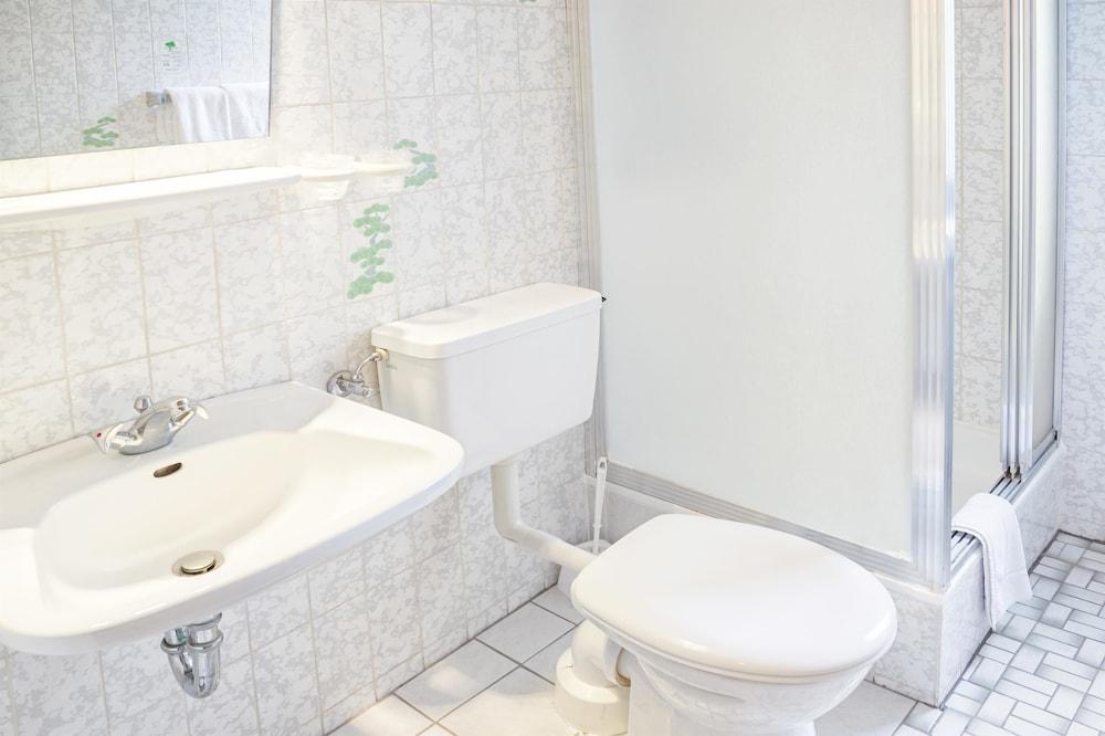 호텔 하노버 에어포트 바이 프리미어 클라세(Hotel Hannover Airport by Premiere Classe) Hotel Image 21 - Bathroom