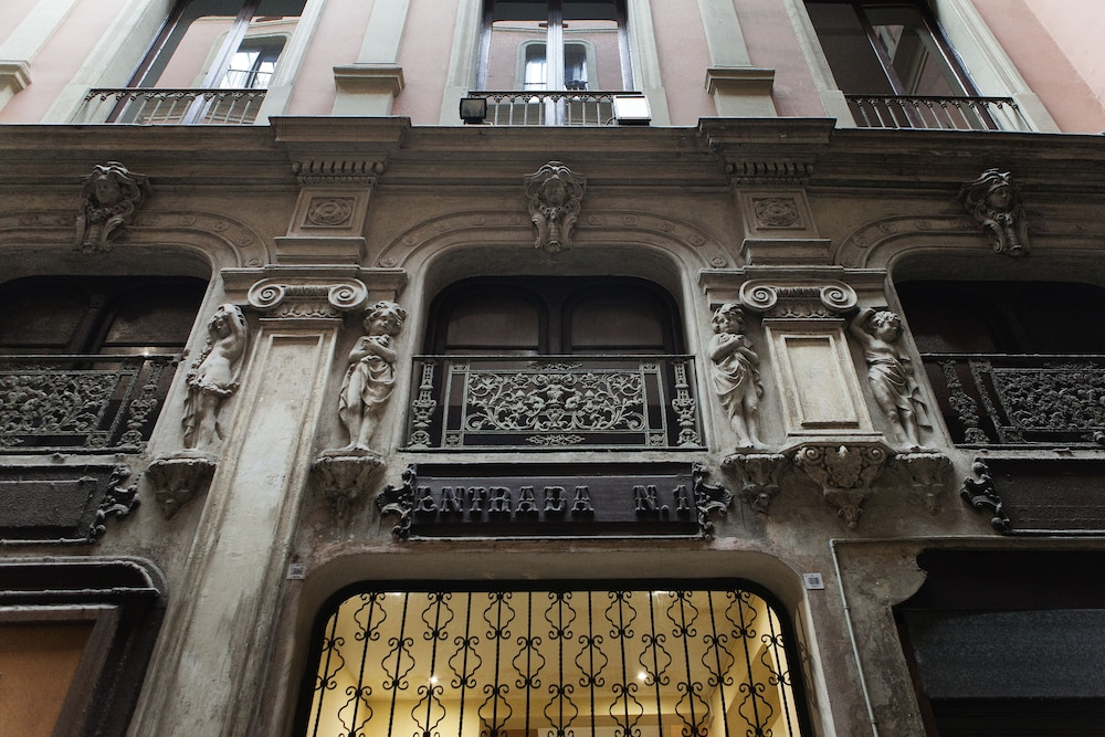 ラス ランブラス パサヘ バカルディ アパートメンツ