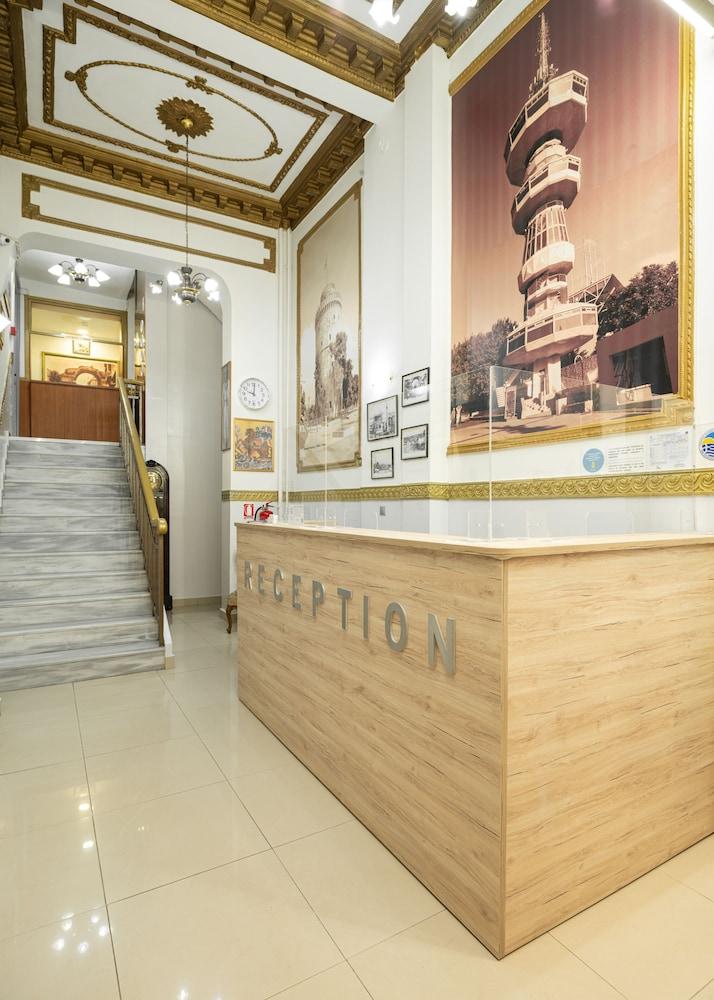Nea Metropolis, Reception