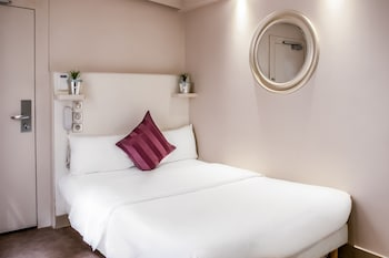 Standard Double Room (with private shower and shared toilet)