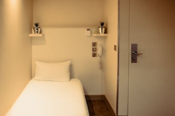 Standard Single Room (with private shower and shared toilet)