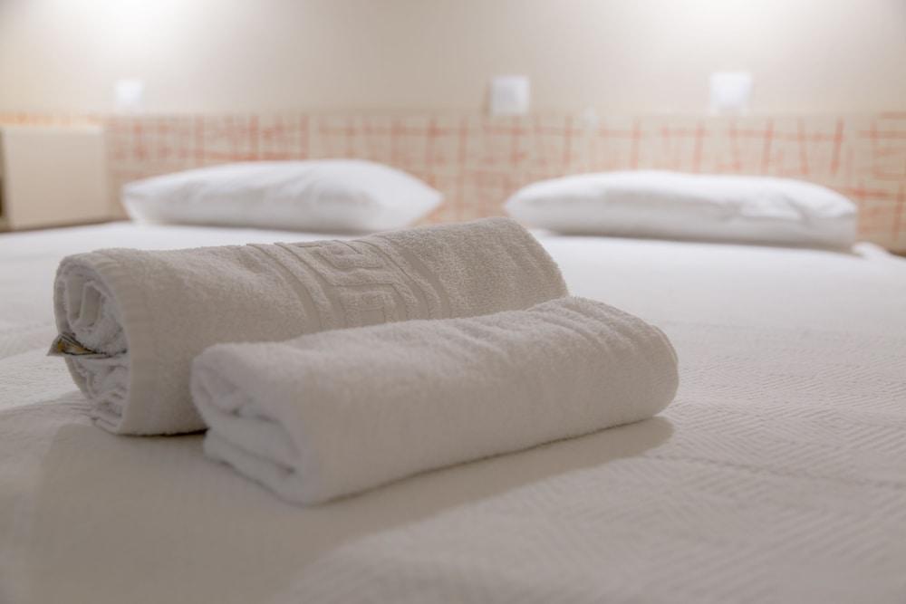 https://i.travelapi.com/hotels/3000000/2540000/2539000/2538912/8dd3a96f_z.jpg