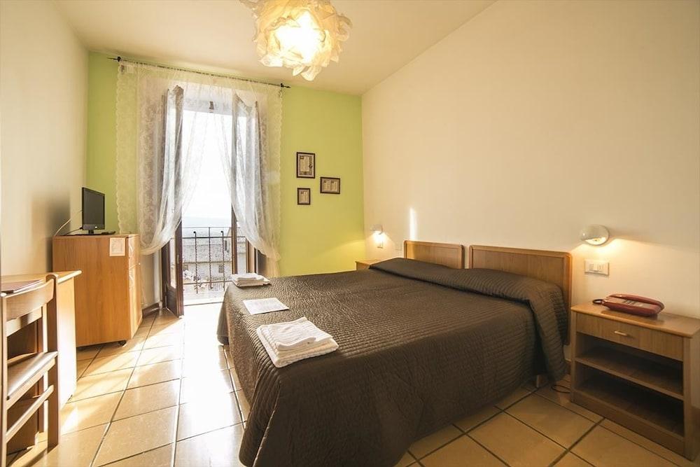 알베르고 안카자니(Albergo Ancajani) Hotel Image 13 - Guestroom